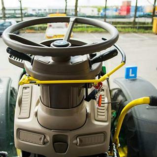 Eerste lestractor voor bestuurders met lichamelijke beperking