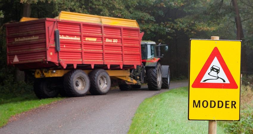 Waarschuw voor modder op de weg